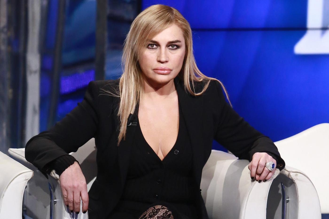 Lory Del Santo contro l'ex compagno: 'Ha rapito mio figlio per una settimana intera'