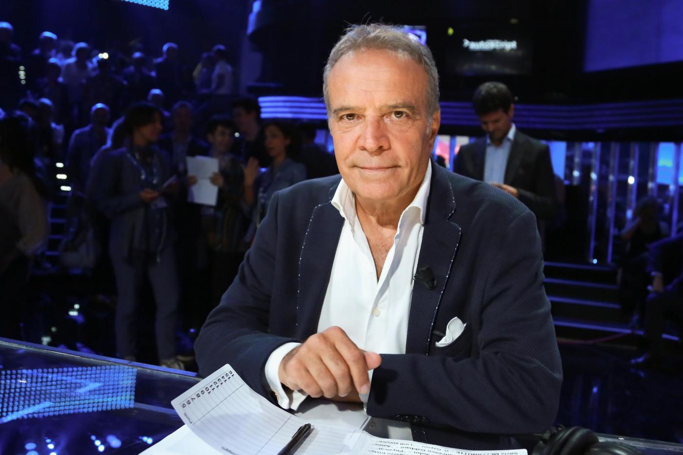 Festival di Sanremo 2017, Enrico Montesano sul palco dell'Ariston con il collega Carlo Conti