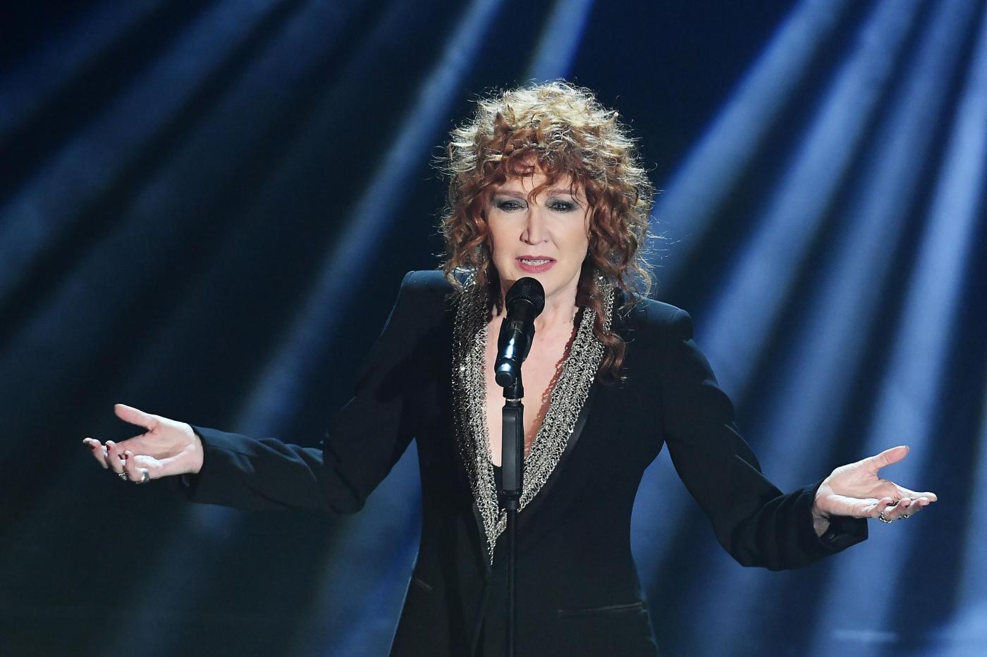 Fiorella Mannoia al Festival di Sanremo 2017 con 'Che sia benedetta': l'esibizione sul palco del Teatro Ariston