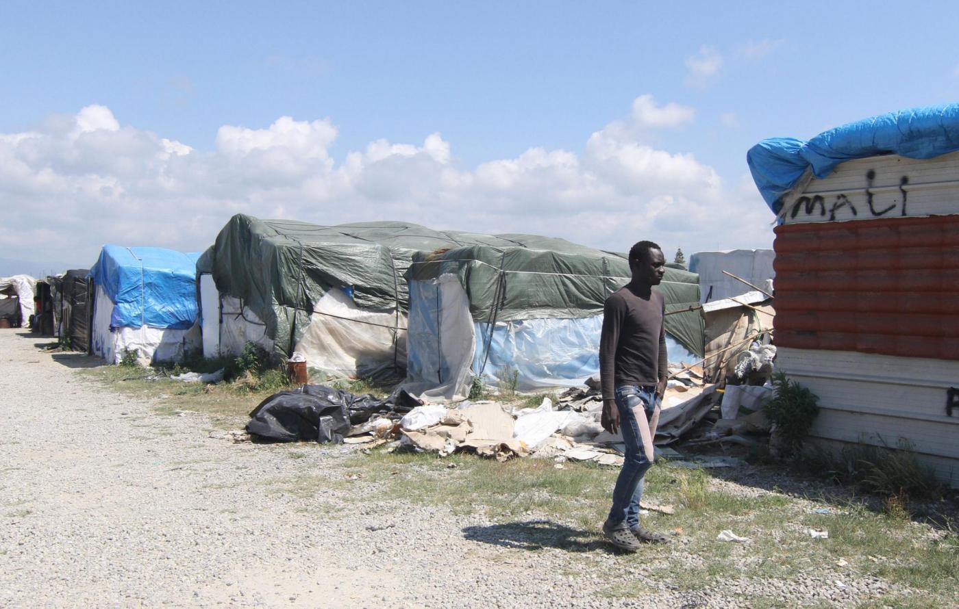 Rosarno, dramma nella tendopoli: carabiniere spara e uccide migrante