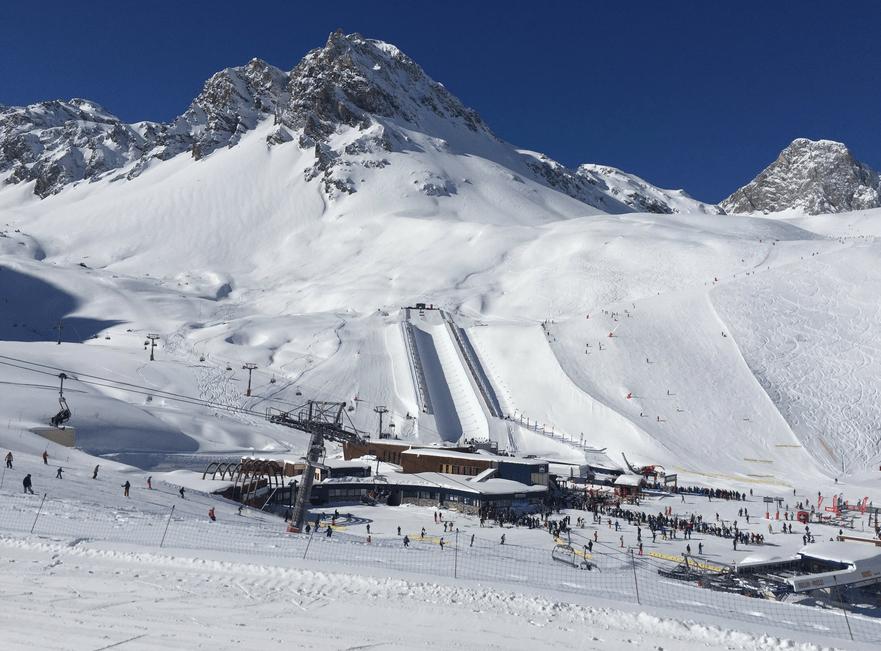 Valanga a Tignes, in Francia: diversi sciatori travolti dalla slavina