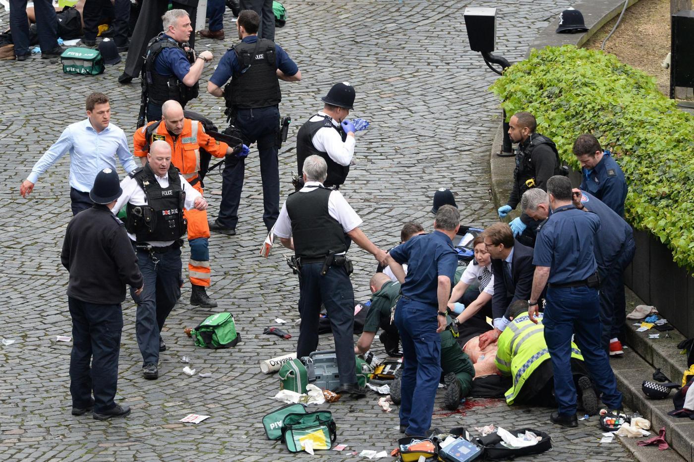 Londra, sparatoria davanti al Parlamento