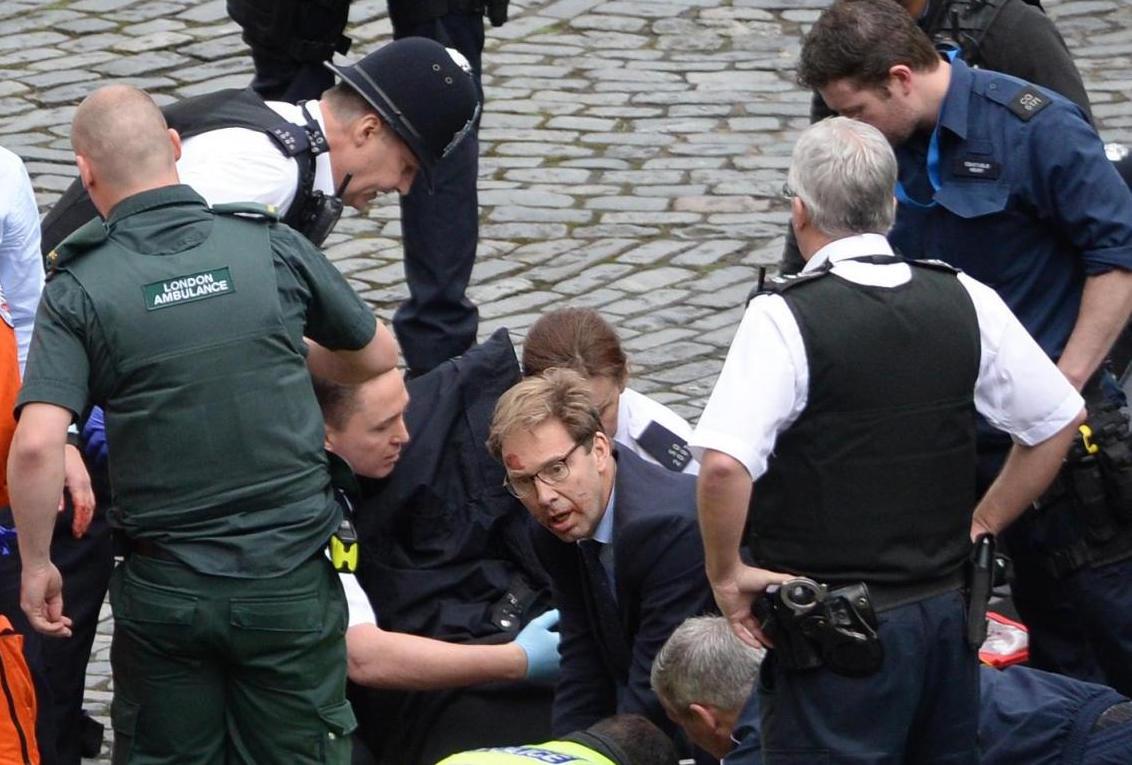Attentato Londra 22 marzo 2017, il viceministro degli Esteri tra i primi a soccorrere il poliziotto ucciso