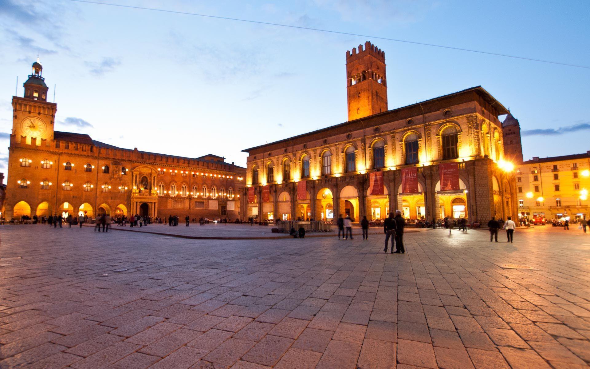 Muoversi in bicicletta, a piedi o col bus a Bologna conviene: in regalo sconti e buoni spesa
