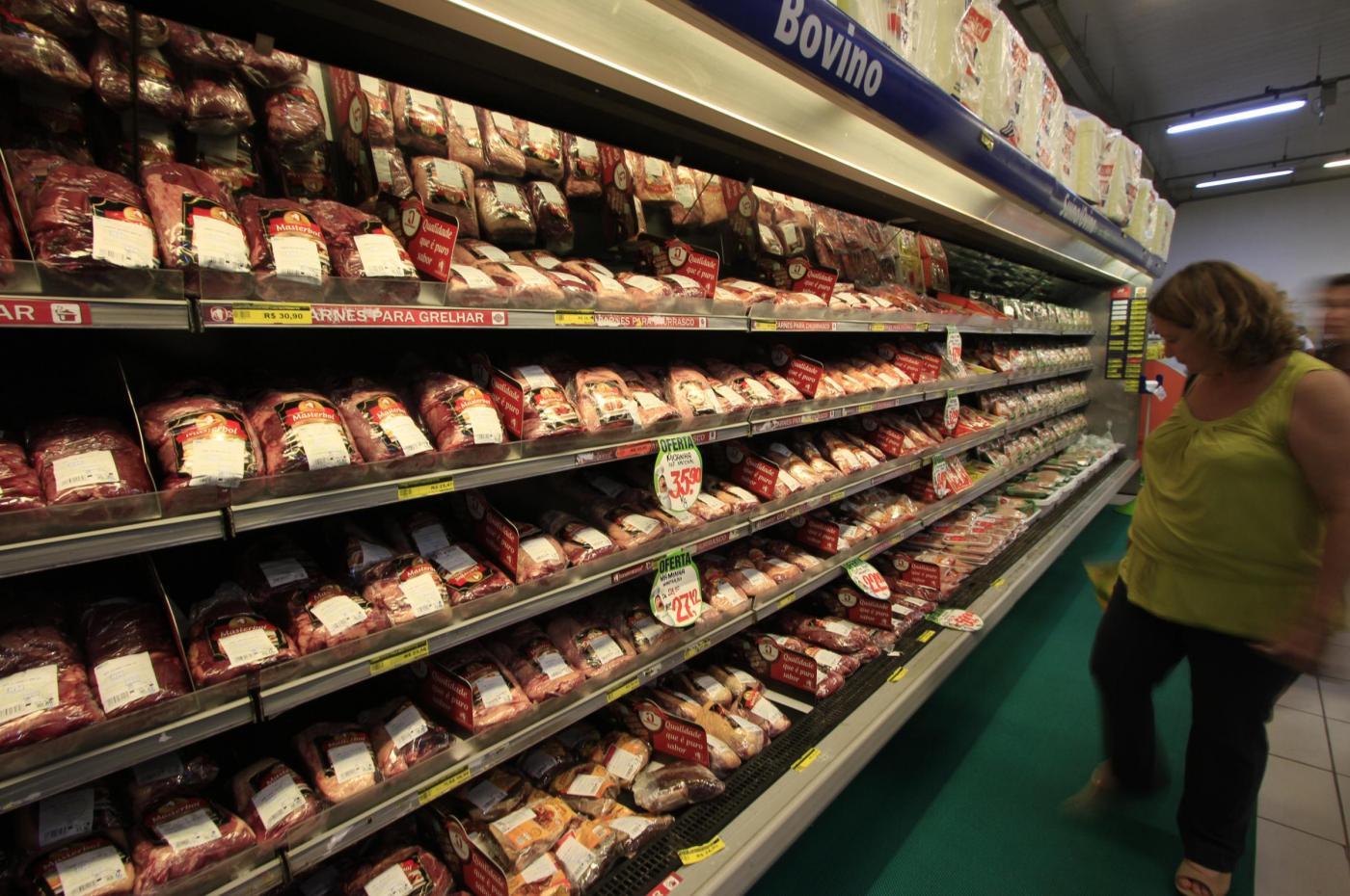 Carne avariata dal Brasile: sostanze chimiche e mazzette per esportarla