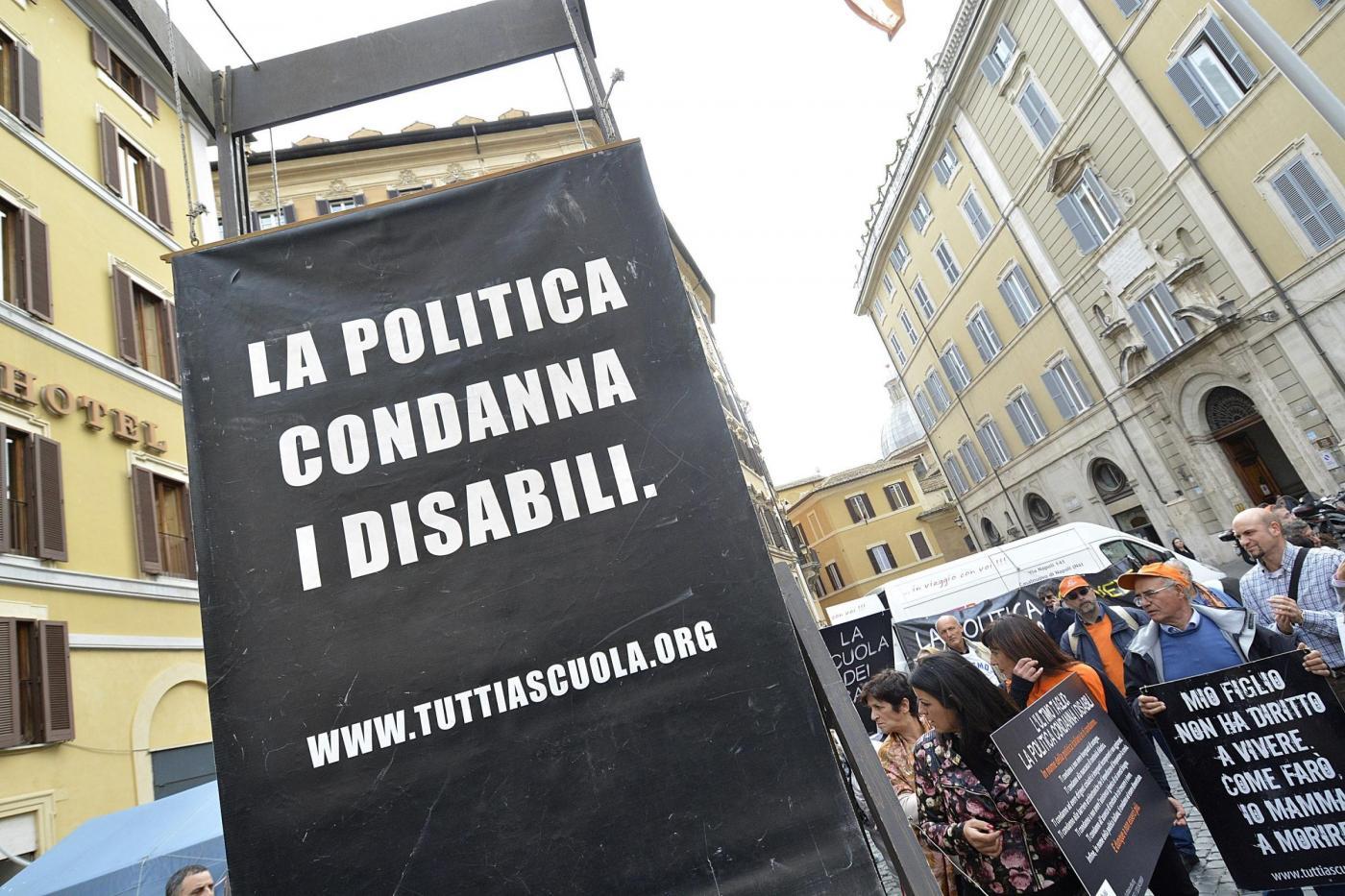 Manifestazione per sensibilizzare opinione pubblica su problematiche disabili