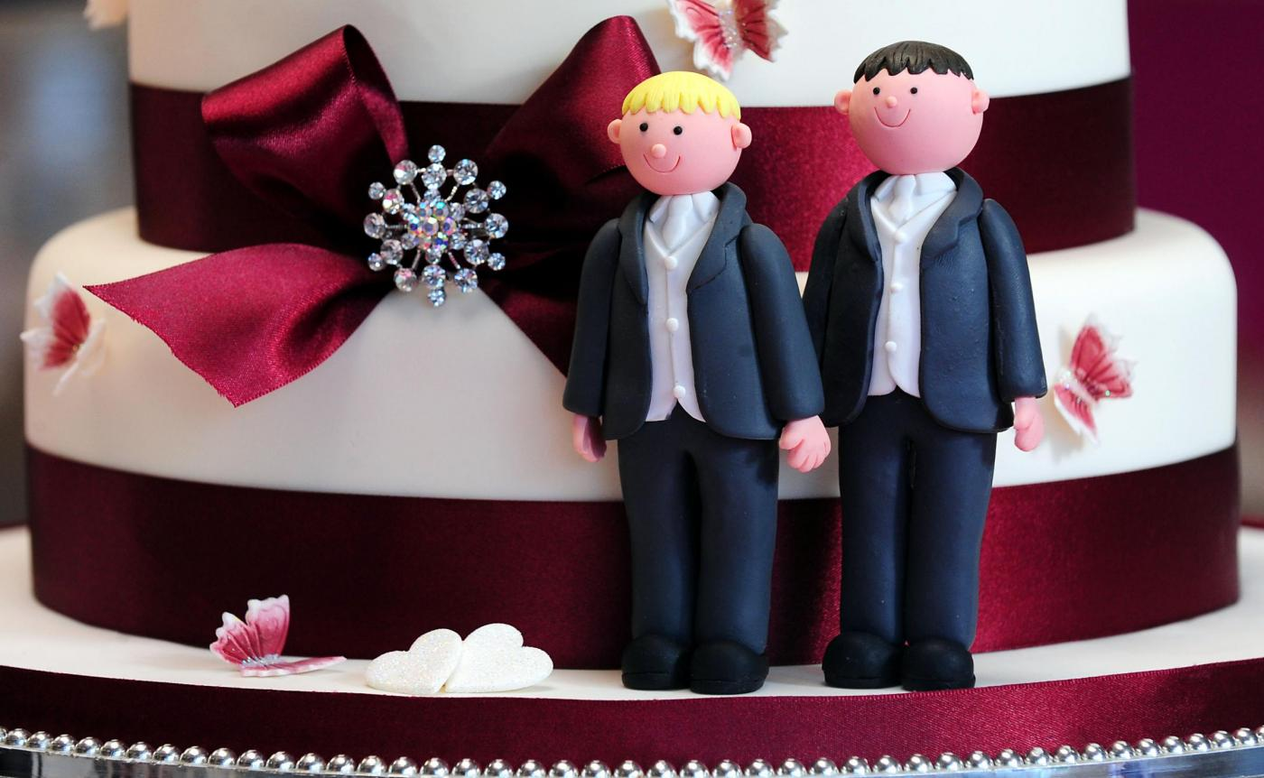 Adozioni gay, a Trento sentenza storica: due papà per due gemelli
