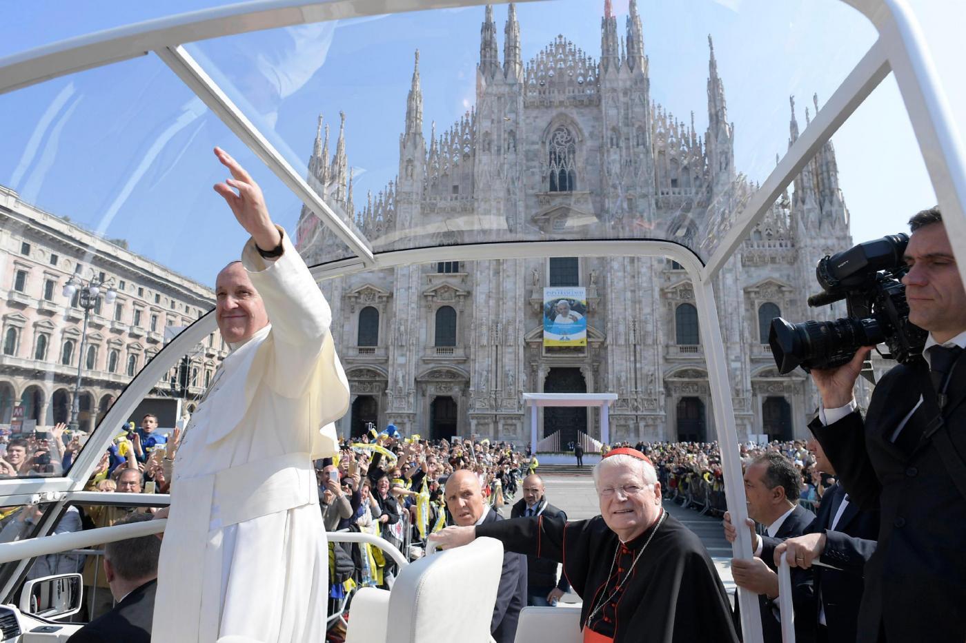 Papa a Milano: 'Ora so perché a Milan si riceve con il coeur in man'