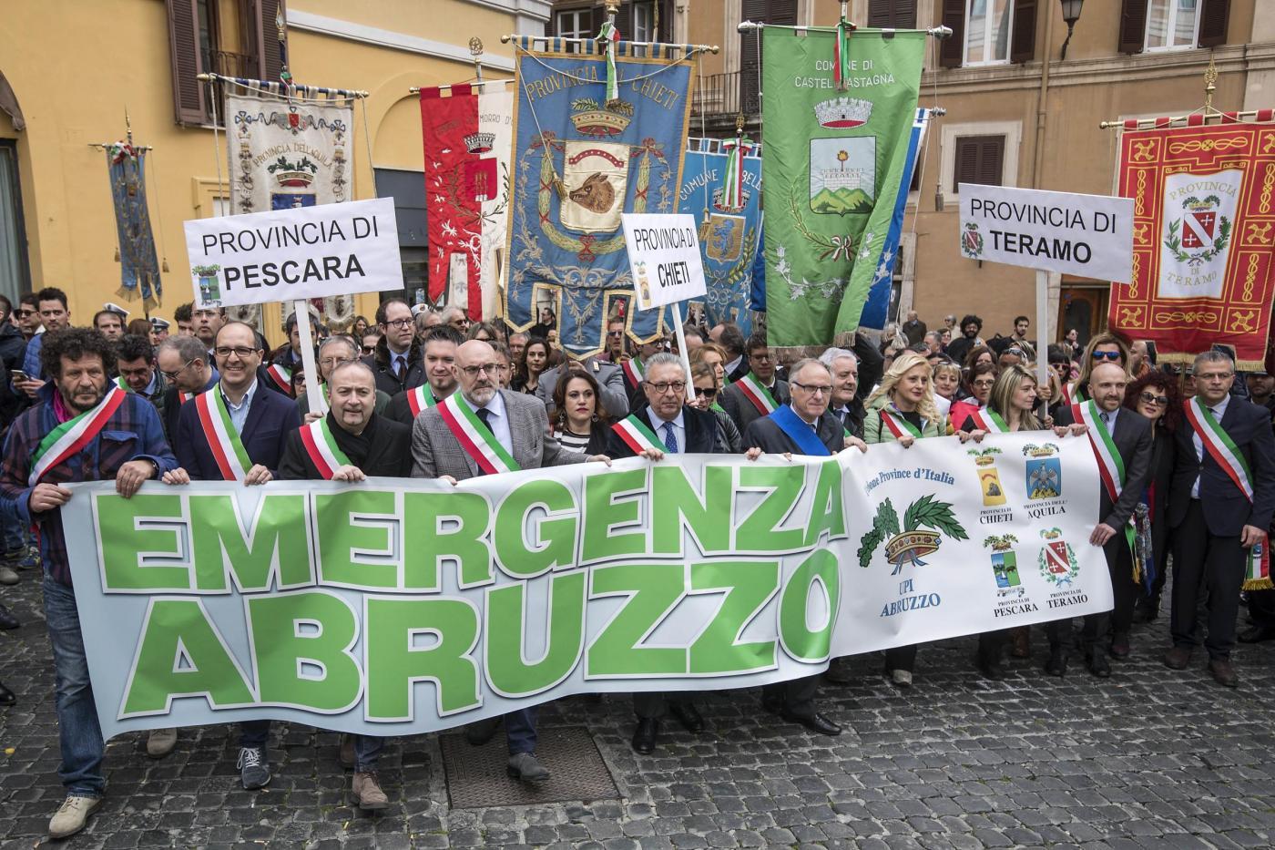 Manifestazione province abruzzesi per modifiche decreto sisma