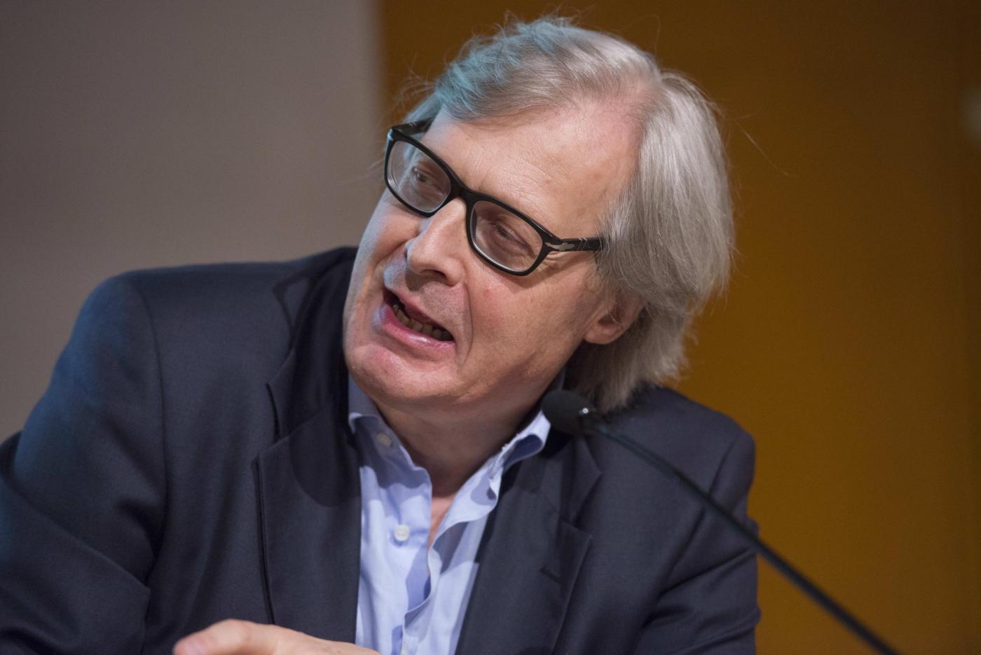 Vittorio Sgarbi a Bianco e Nero: offende Luisella Costamagna e Luca Telese