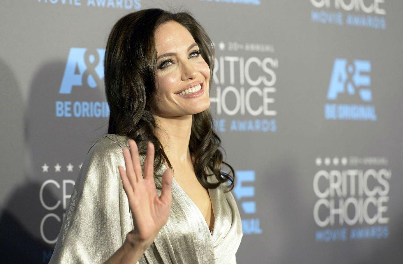 Angelina Jolie si sposa con un ricco inglese: la nuova fake news sull'attrice