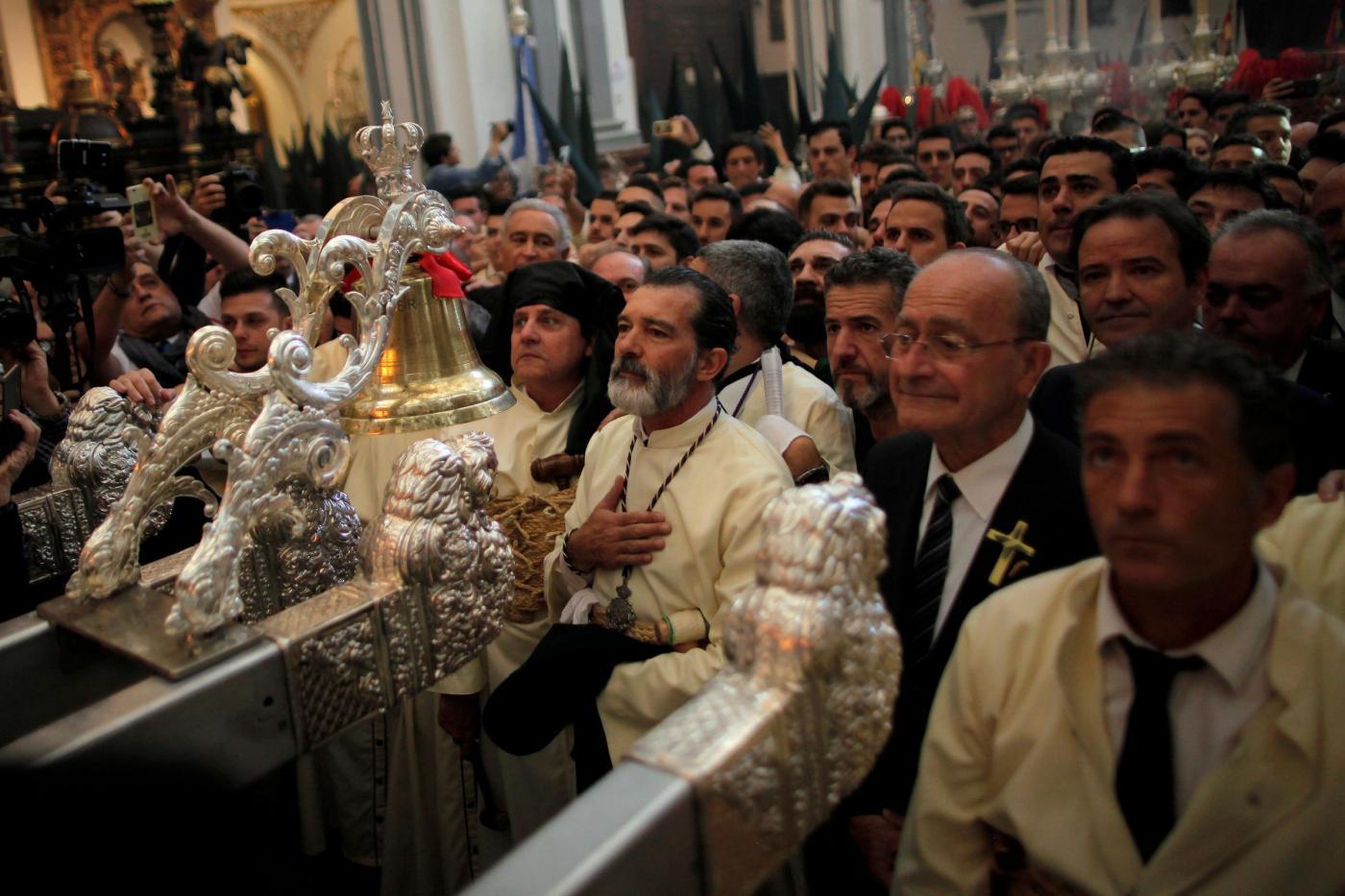 Antonio Banderas celebra la domenica delle Palme: prima uscita dopo l'infarto