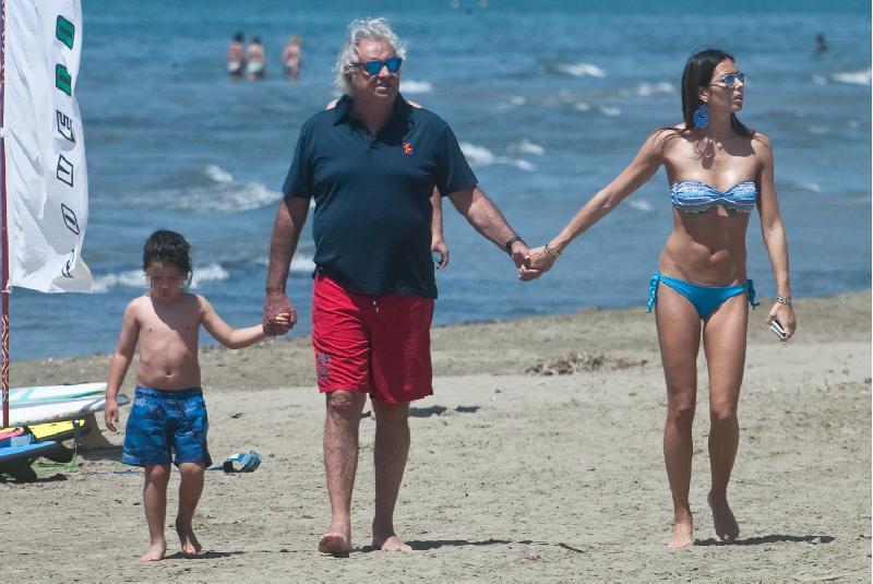 Flavio Briatore ed Elisabetta Gregoraci, crisi nella coppia? Lei cancella le foto di lui dai social