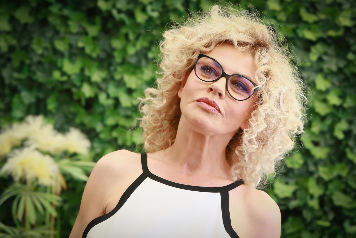 Eva Grimaldi, morta la mamma: il commovente messaggio dell'attrice su Facebook