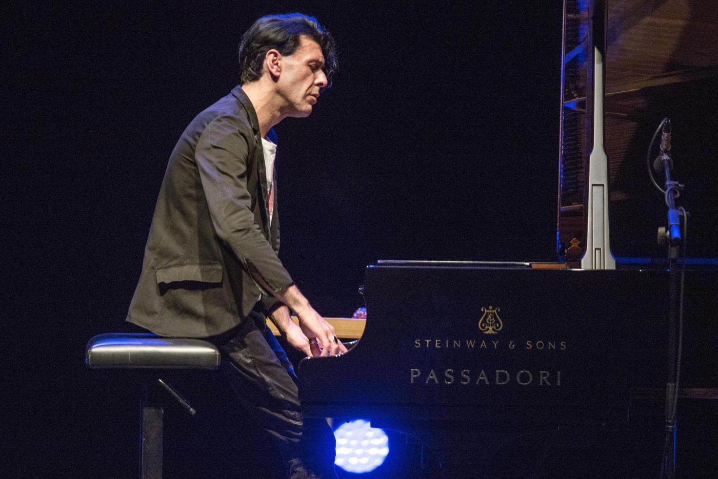 Ezio Bosso, pianista oltre la malattia: 'Suonerò fino alla fine'