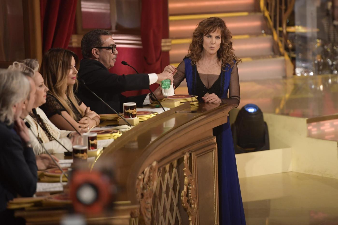 Giuliana De Sio contro Ballando con le stelle: 'Un'esperienza orribile, un gioco al massacro'