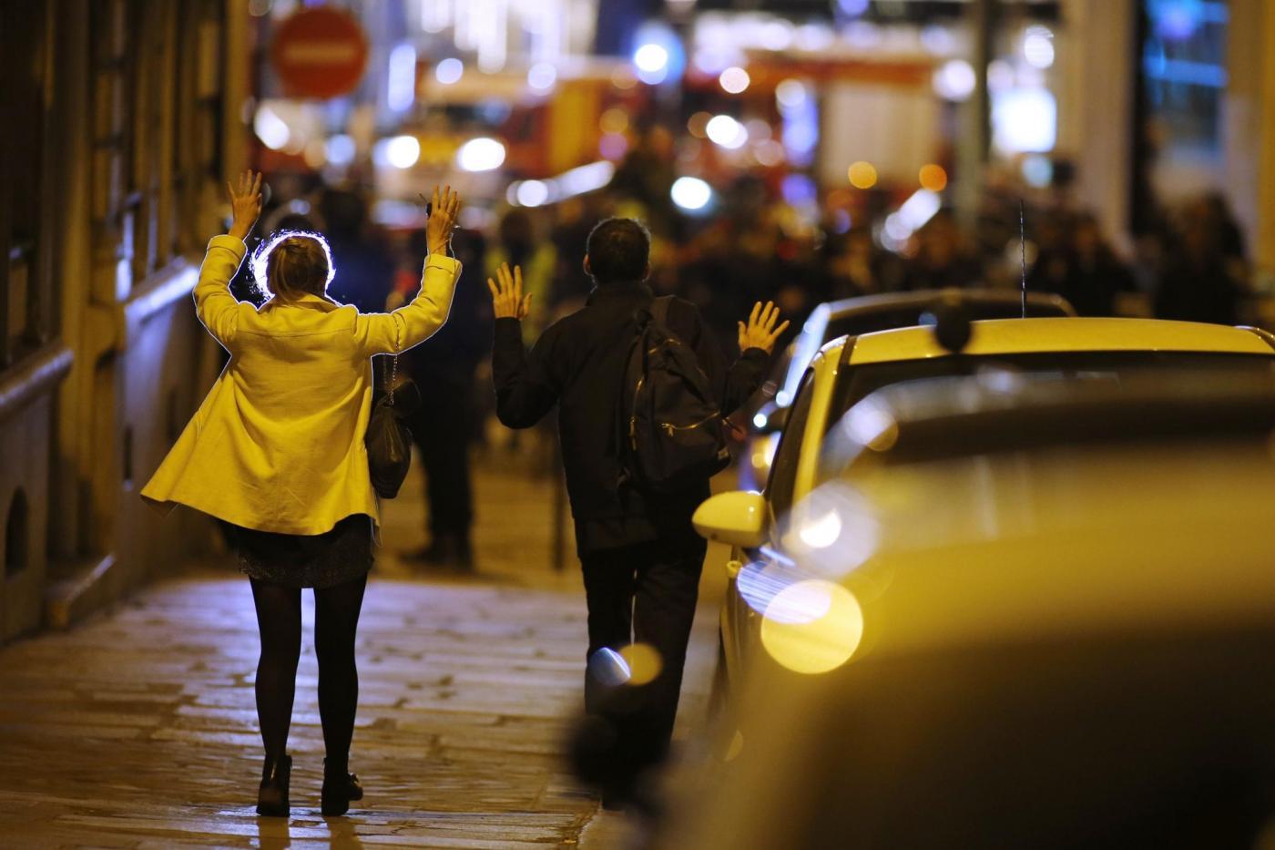 Parigi, sparatoria sugli Champs Elysee