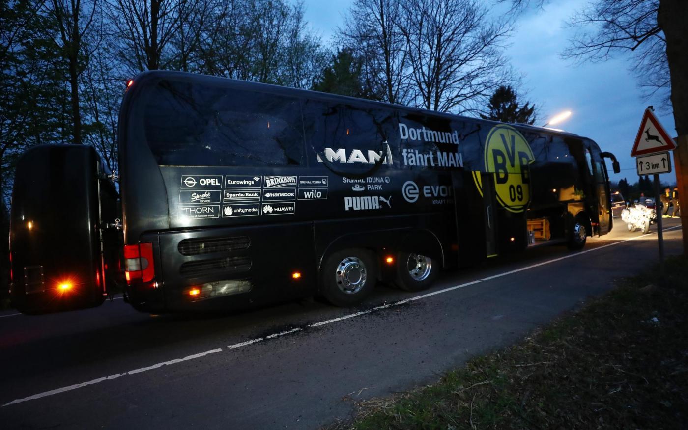 Uefa Champions: Esplode un ordigno vicino al bus del Borussia Dortmund