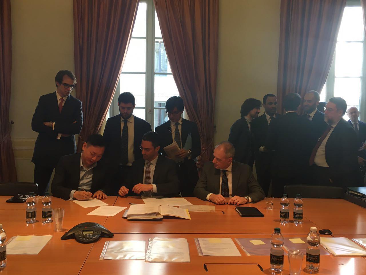Milan, firmato il closing: finita l'era Berlusconi ora il club e'cinese.