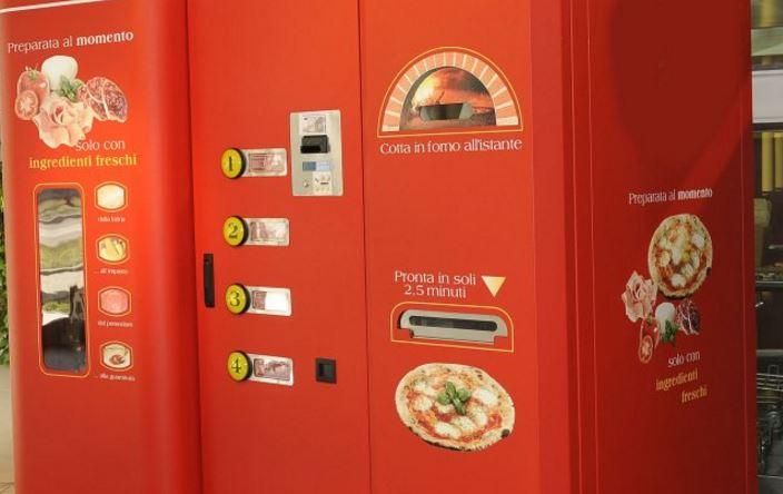 I distributori automatici più bizzarri del mondo che cuociono anche la pizza