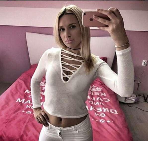 ema brozovic selfie