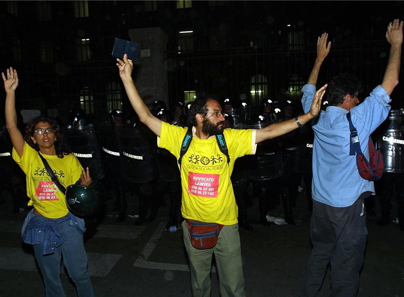 G8 di Genova, violenze nella caserma di Bolzaneto: lo Stato italiano risarcirà 6 vittime con 45mila euro ciascuno