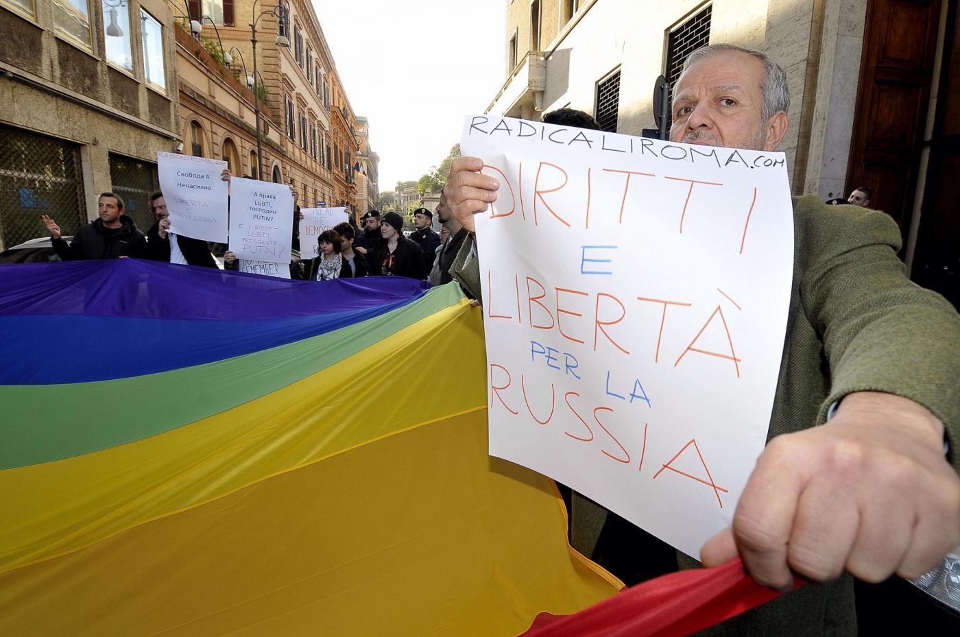 Manifestazione indetta da Gay Center presso l'Ambasciata russa