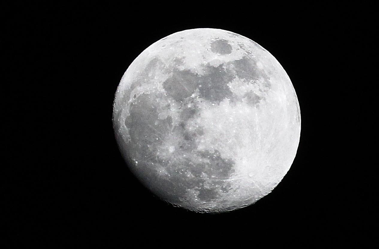 Luna rosa e cometa verde: l'11 e il 12 aprile lo spettacolo arriva dal cielo