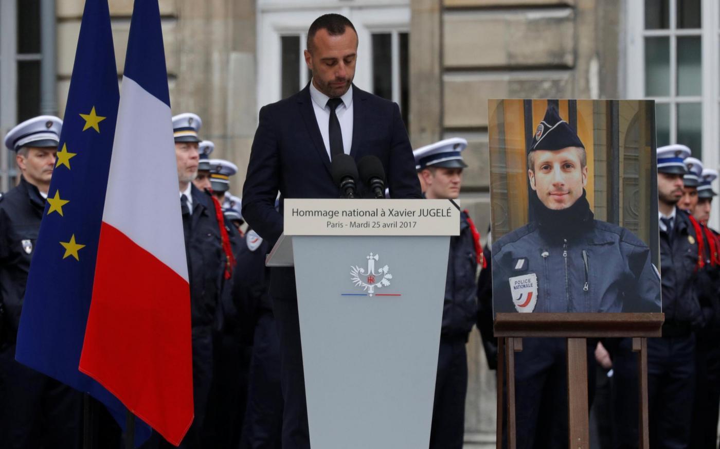 Attacco sugli Champs Elysées, il compagno del poliziotto ucciso: 'Non avrete il mio odio'