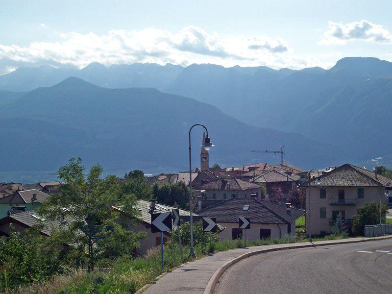 Sfruz, il paesino in Trentino dove i bimbi possono giocare liberi per strada
