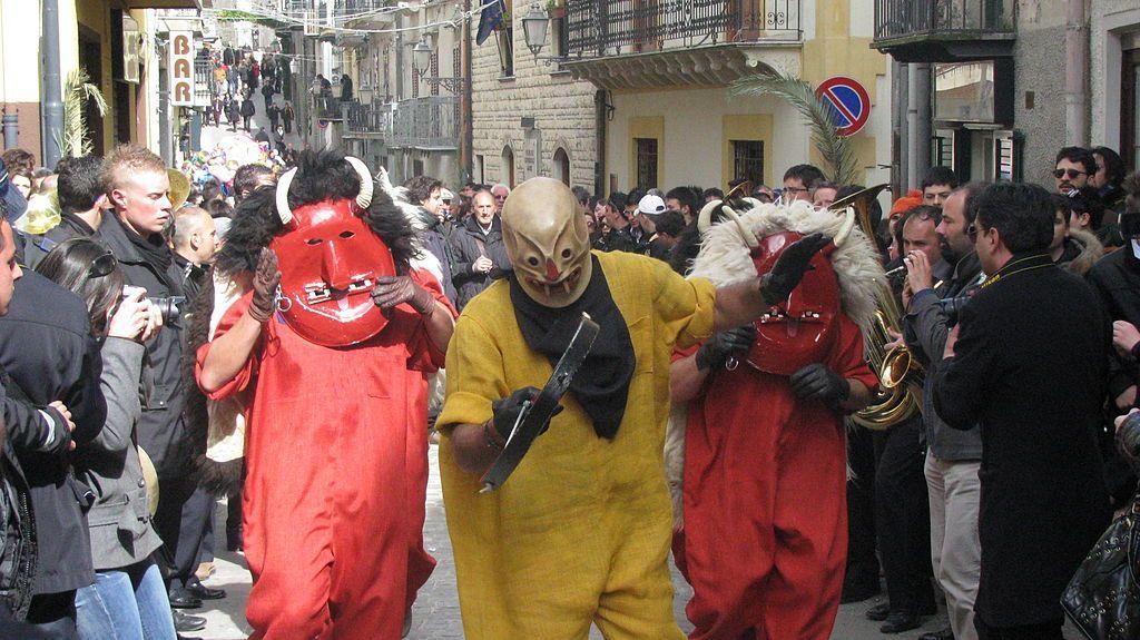 strane tradizioni pasquali sicilia diavoli prizzi