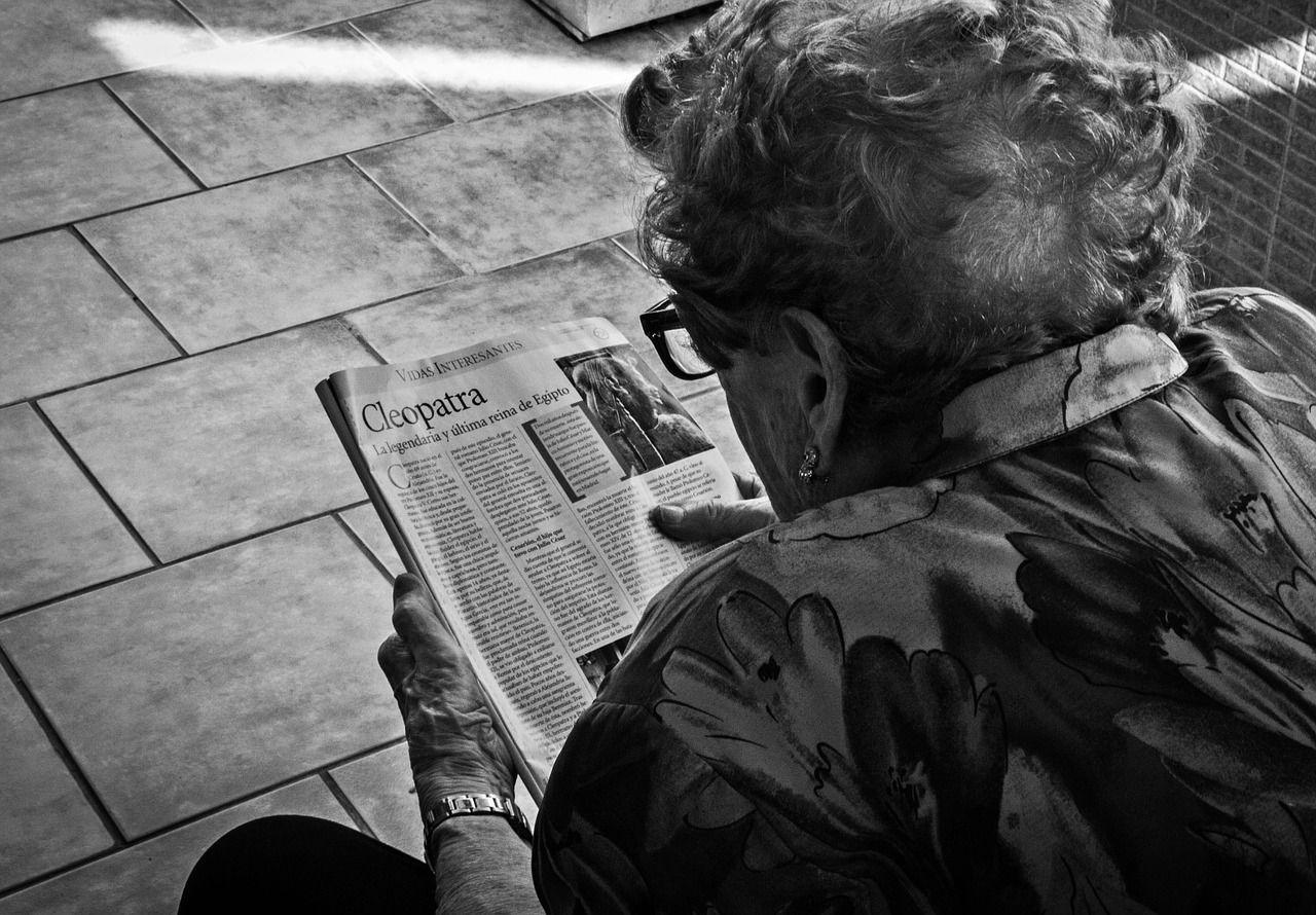 Niente pensione perché ha più di 110 anni: lei fa causa e vince
