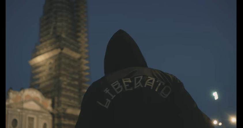 Chi è Liberato, il cantante e rapper di Napoli: forse svelato il mistero