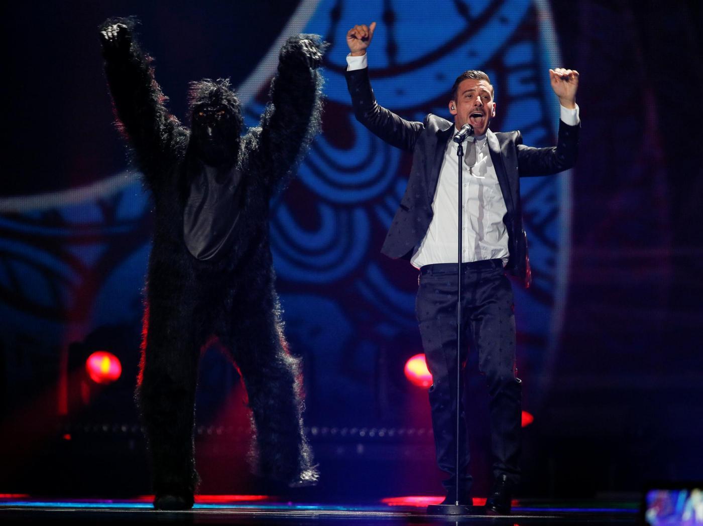 Gabbani all'Eurovision: la Bbc attacca, l'Italia risponde (con i meme)