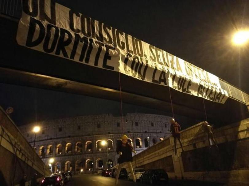 Manichini con la maglia della Roma impiccati al Colosseo: la rivendicazione degli ultras della Lazio