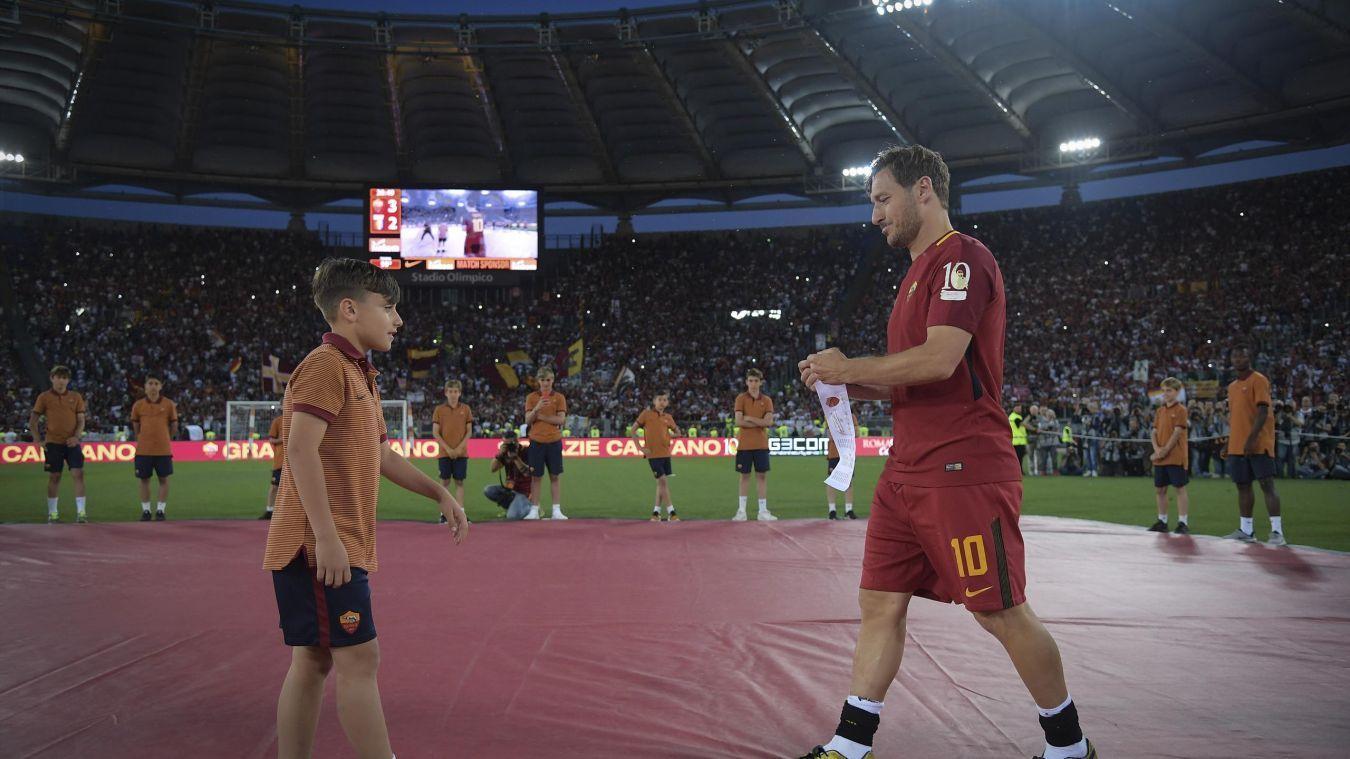 Francesco Totti addio, ecco a chi ha lasciato la fascia da capitano