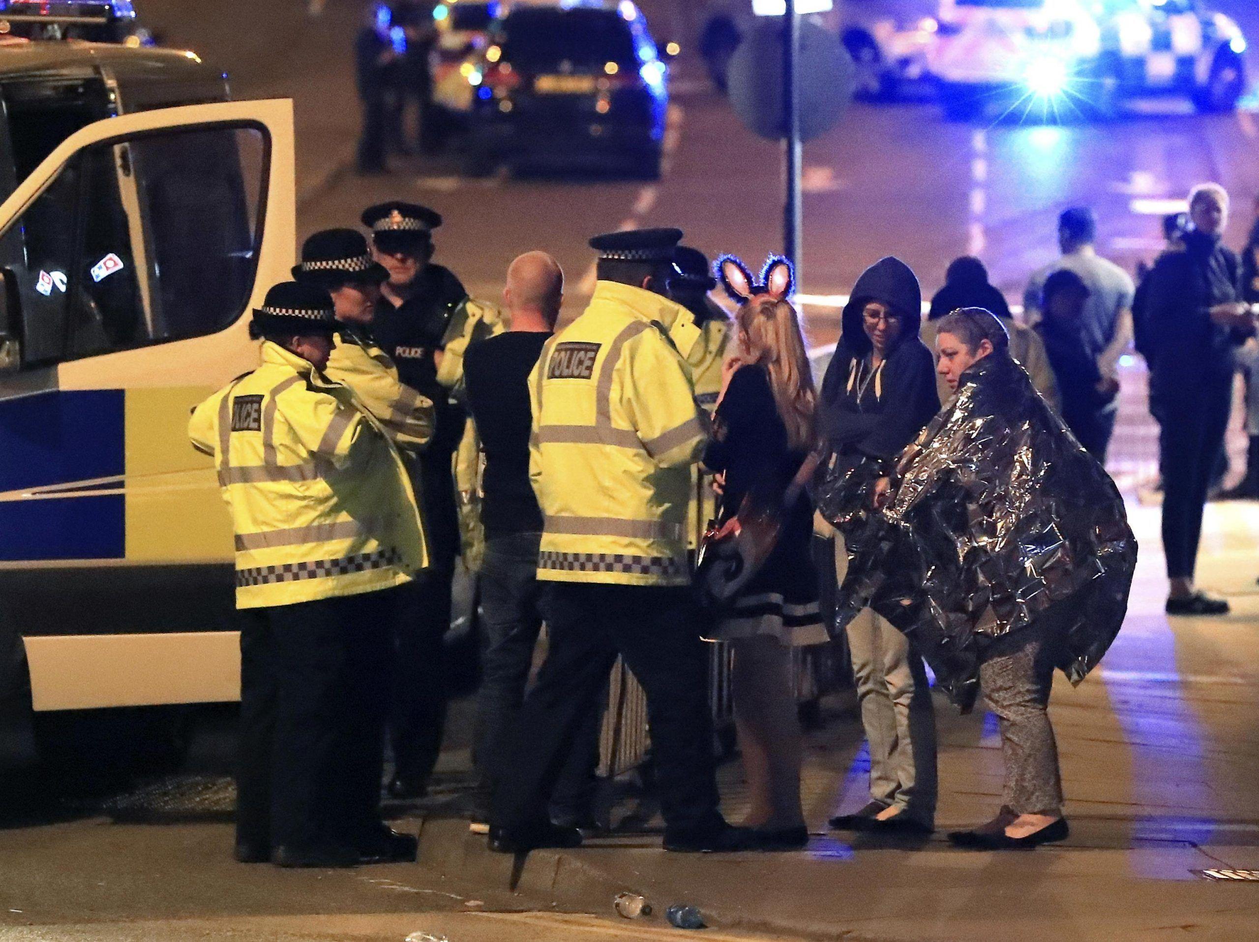 Attentato Manchester Arena: gli appelli più commoventi dei familiari dei dispersi