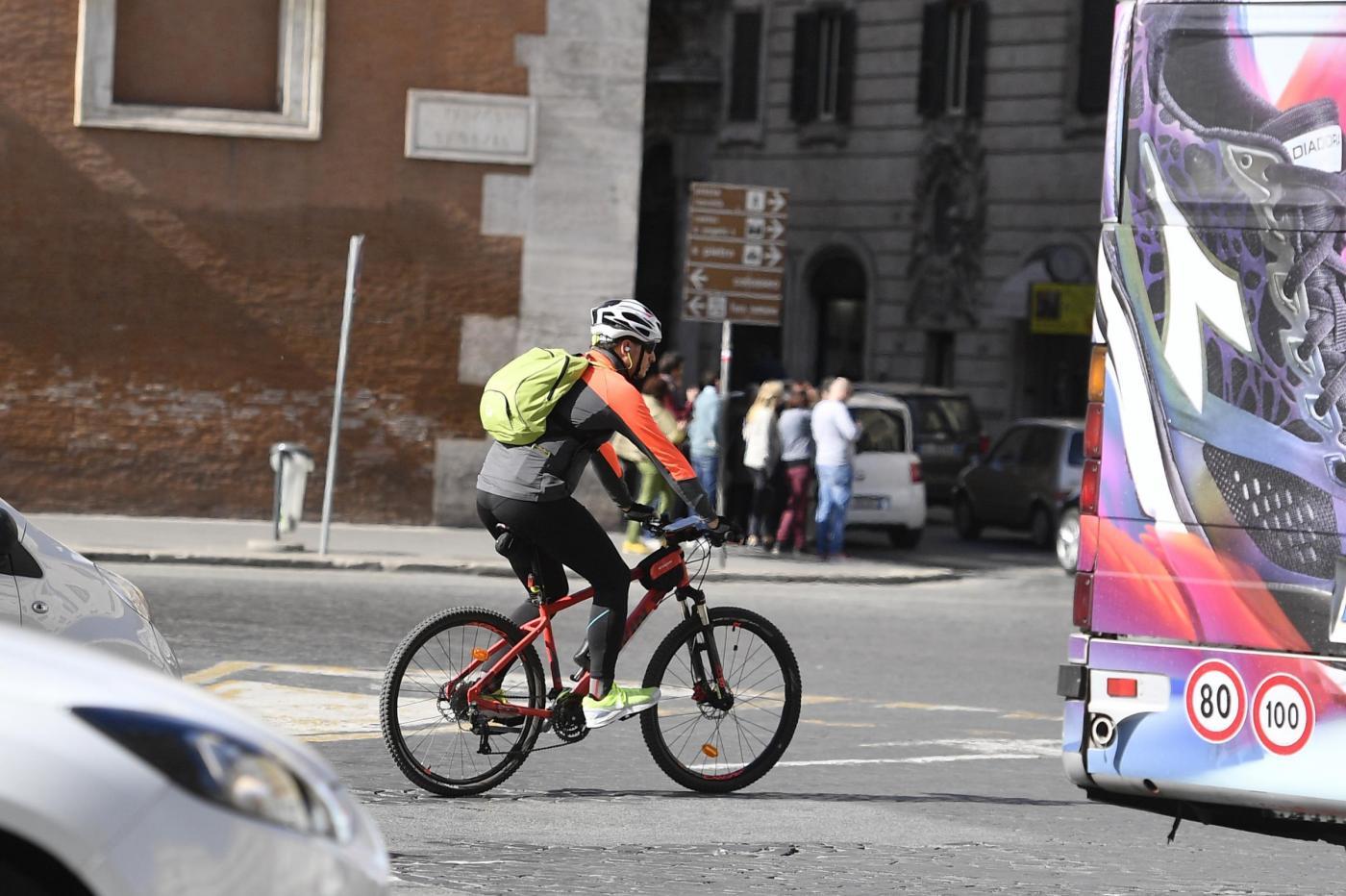 Il mezzo di trasporto più rivoluzionario? La bicicletta, altro che Uber…