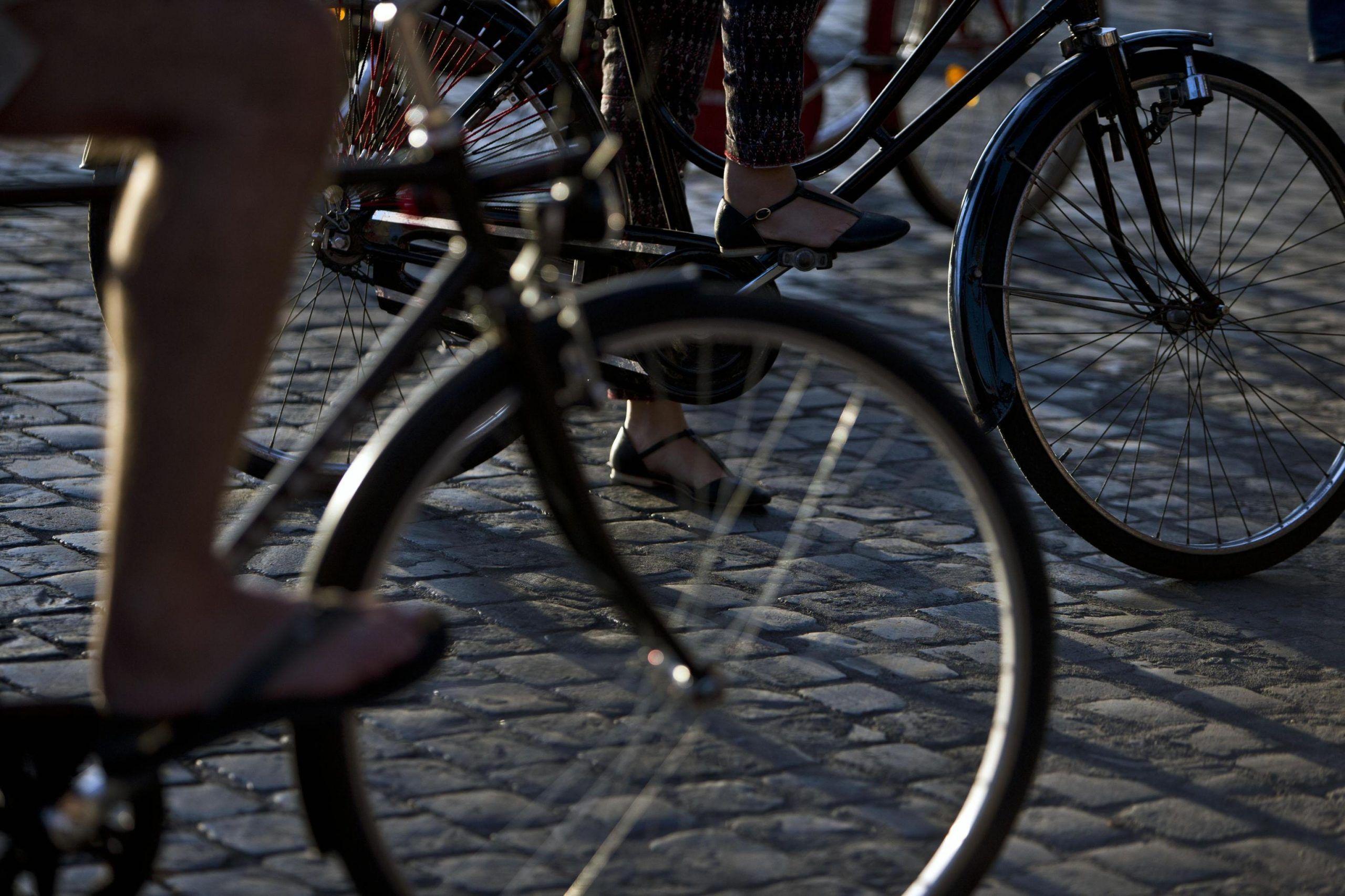 Fori Imperiali: ciclisti occupano,