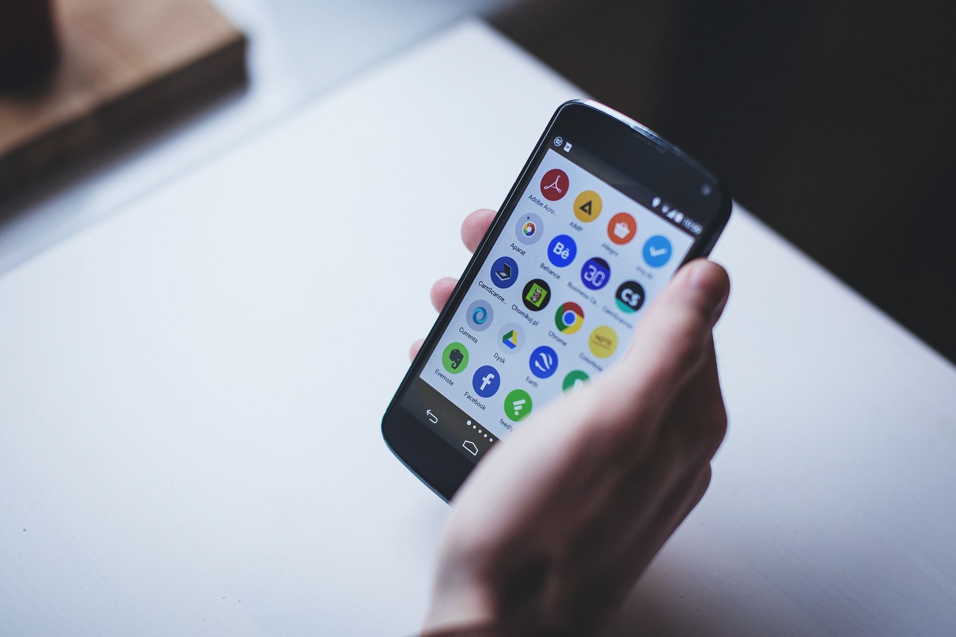 Smartphone lento e memoria piena: ecco come risolvere gratis