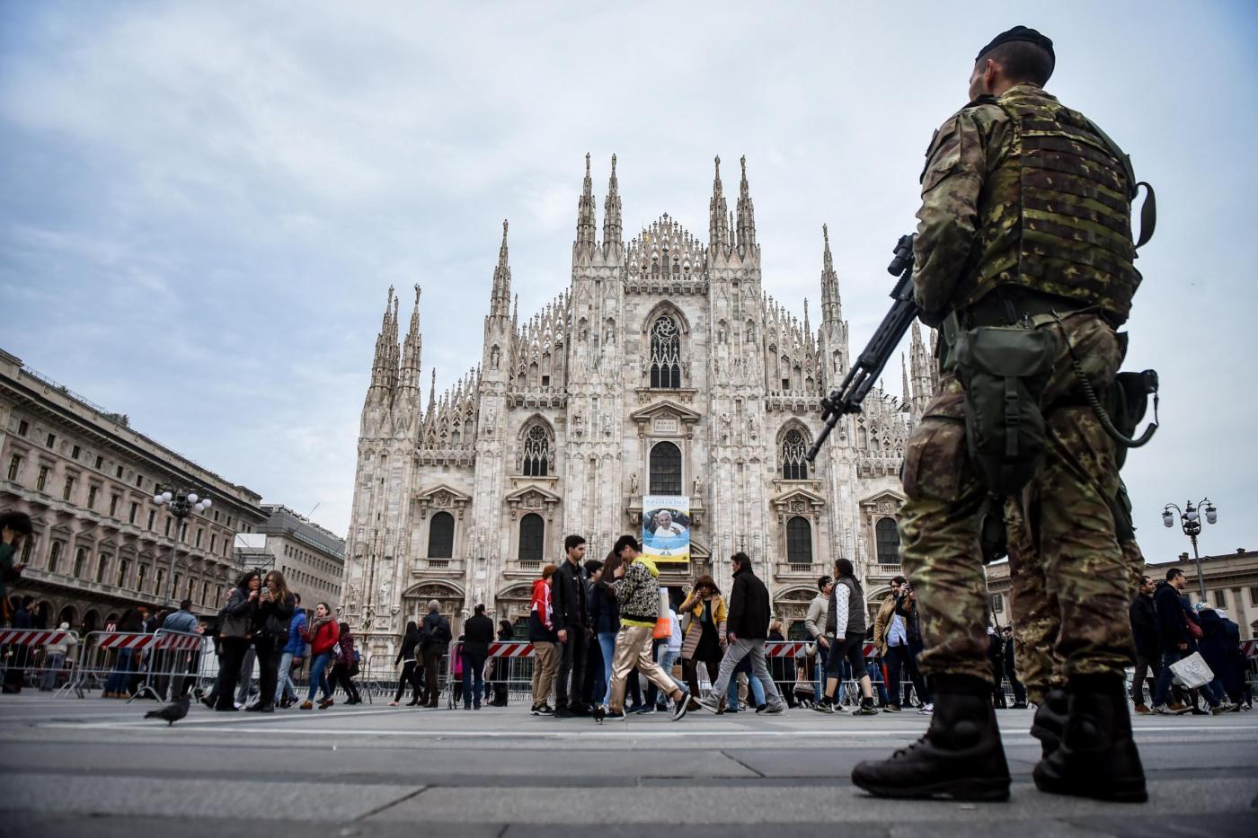Ultimi preparativi in Piazza Duomo per la visita di Papa Francesco