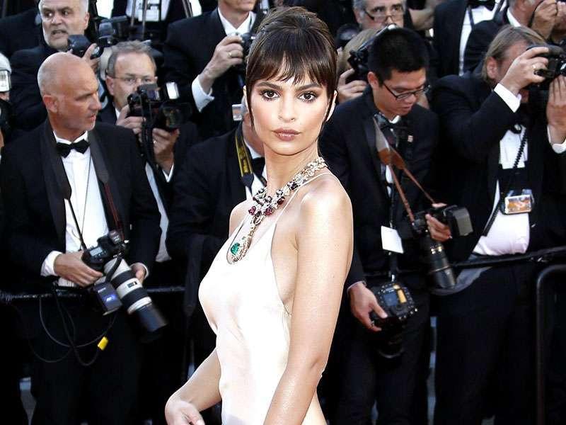 Emily Ratajkowski ha la cellulite? Le foto da Cannes la rendono più 'umana'