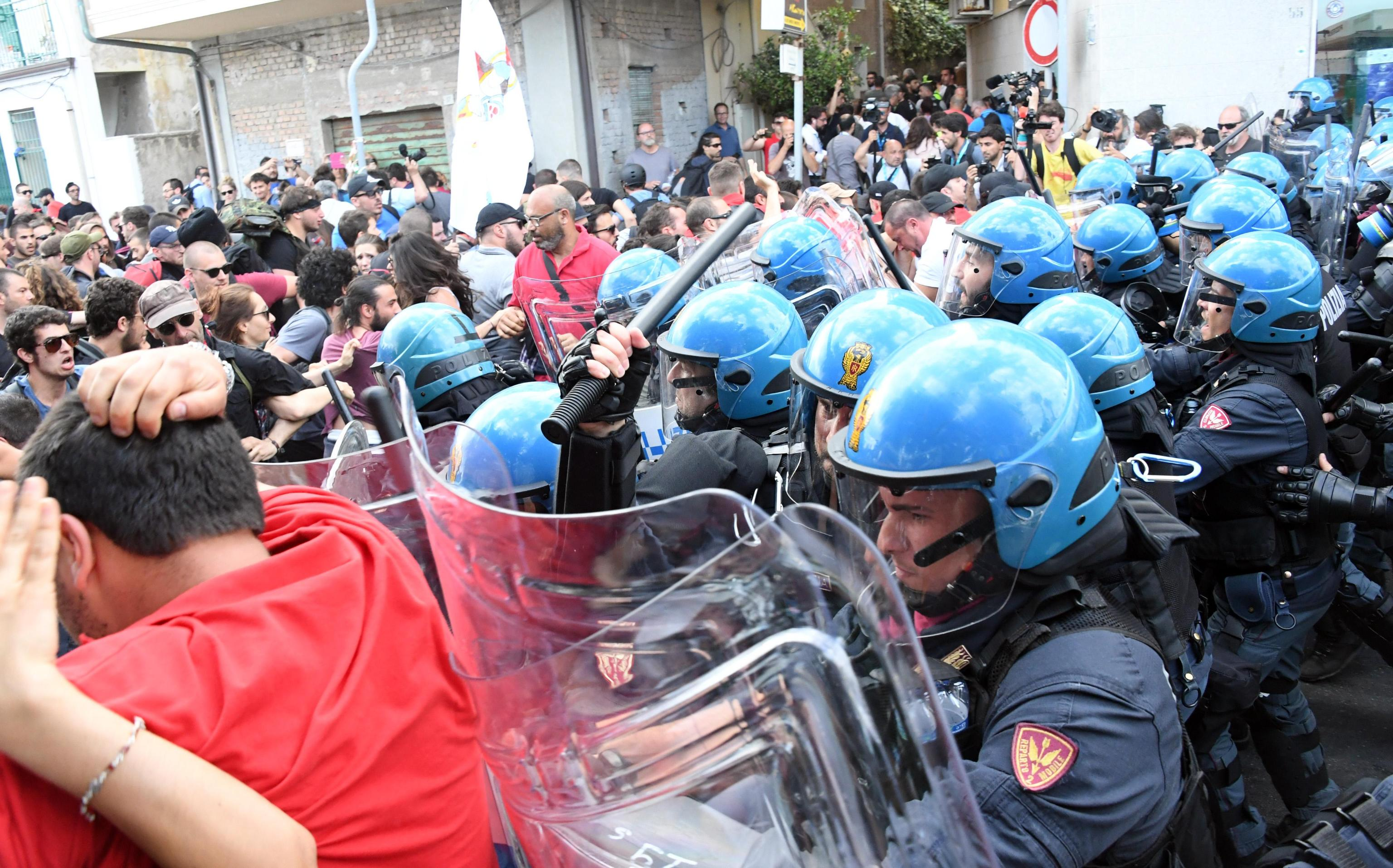 G7 Summit in Taormina Clashes between police and demonstrators