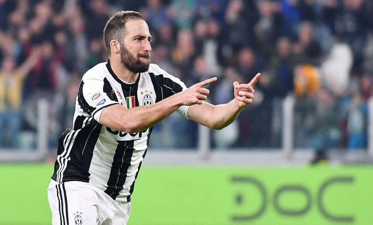Gonzalo Higuain l'uomo dei record sfortunato in amore: il Pipita ora fa volare la Juventus