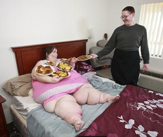 Susanne Eman, la donna più grassa del mondo: vuole pesare 730 kg per il Guinness World Record