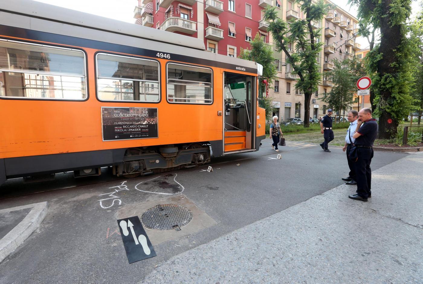Bambina di 12 anni investita da un tram in Via Mac Mahon a Milano