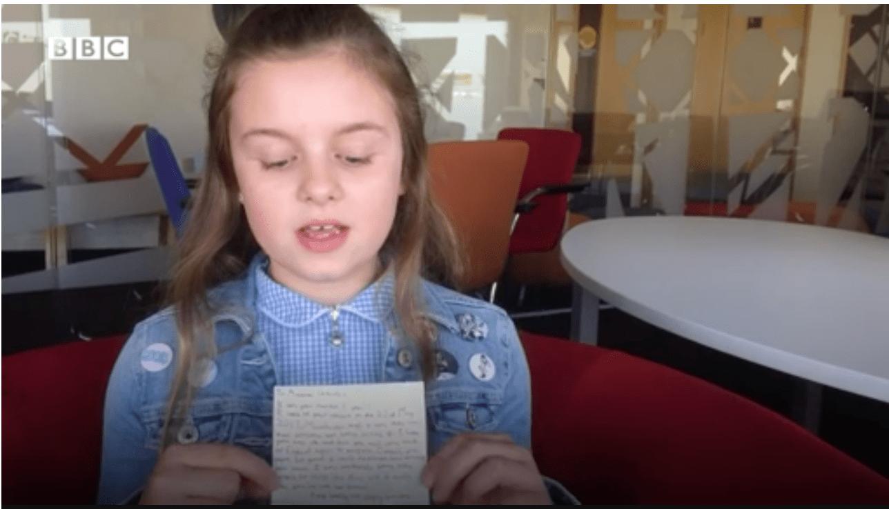 Attentato Manchester Arena, fan di 10 anni scrive ad Ariana Grande: 'Spero tornerai presto'