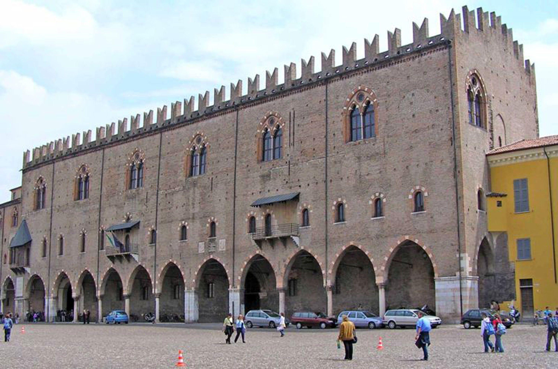 Un anno di affitto per i giovani in cambio di volontariato, così Mantova vuole ringiovanire