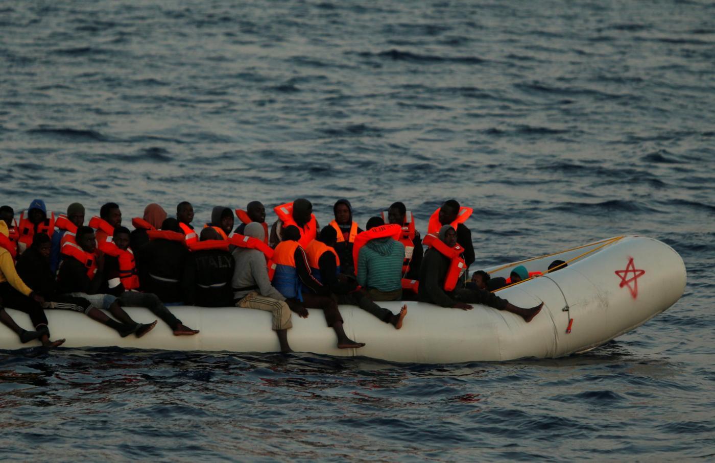 Migranti e Ong, Frontex accusa: 'Contatti coi trafficanti'. La replica: 'Basta fango'