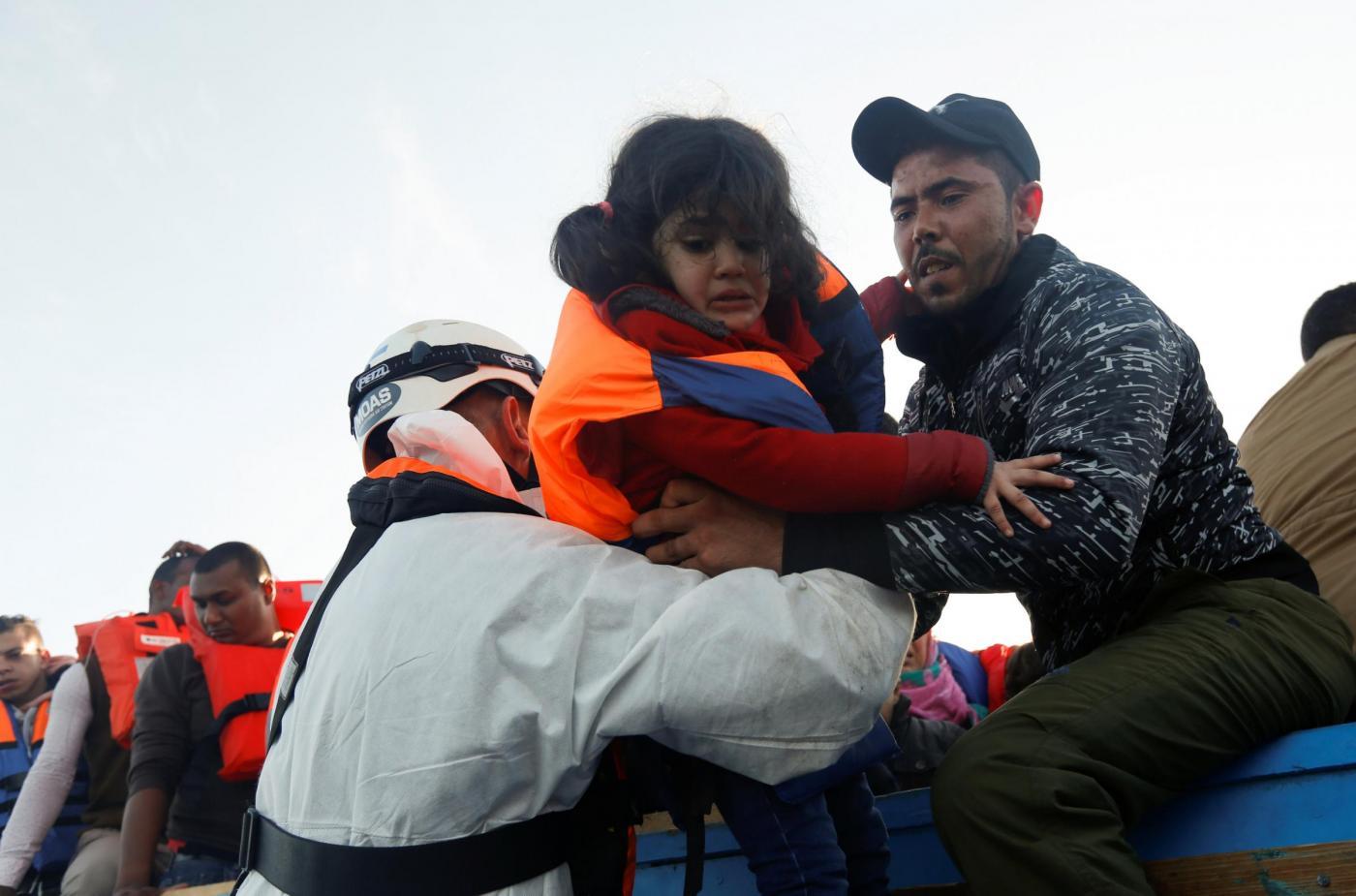 Barcone di migranti soccorso al largo delle coste di Malta